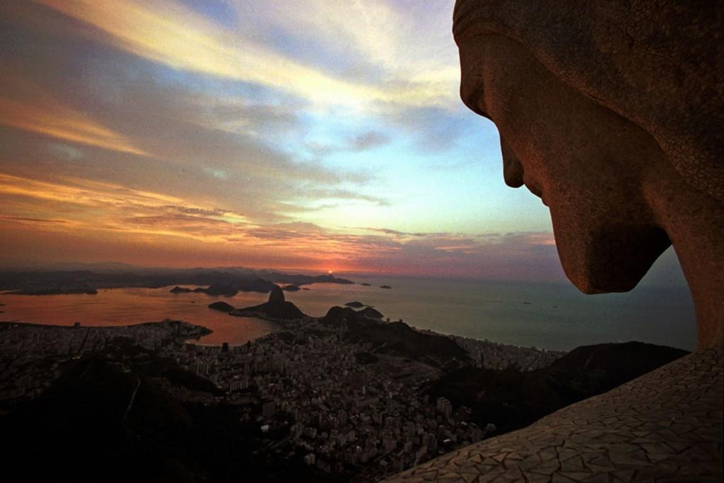 Cristo Redentor no alto do Corcovado: 90 anos de deslumbramento e fé (Foto: Custódio Coimbra)