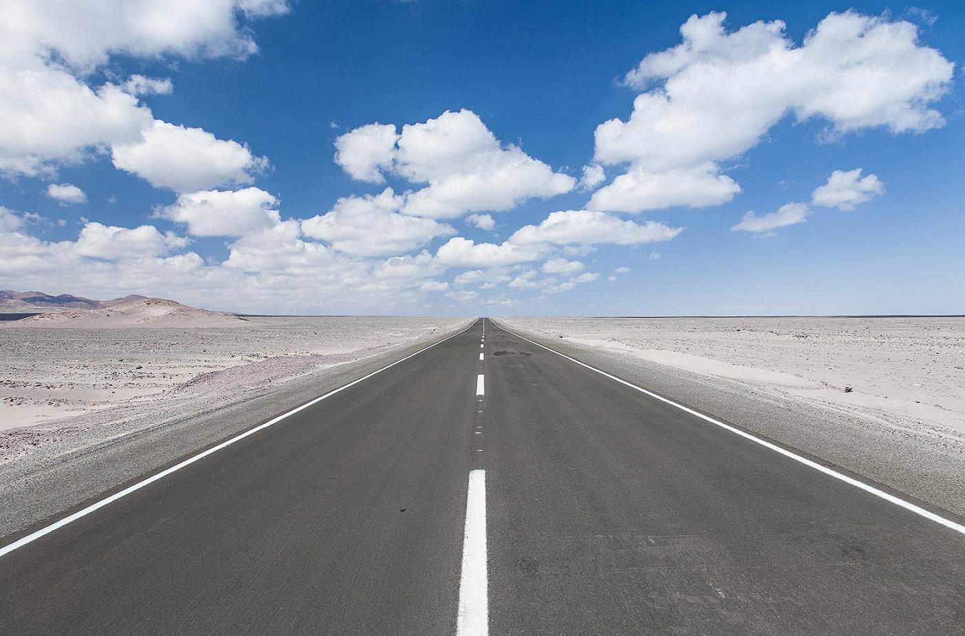 Imaginem esta estrada com alguém tagarelando ao seu lado...