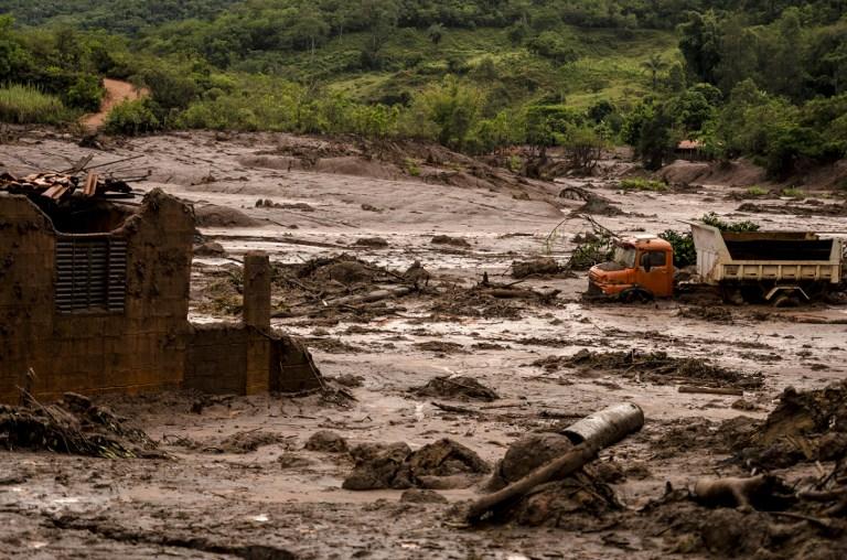 Cenário de destruição em Bento Rodrigues, quatro dias após o rompimento da barragem, a 70 km de Mariana