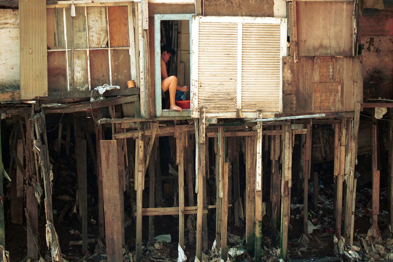 Mais de 35 milhões de brasileiros não têm acesso à água tratada. Sem saneamento básico fica difícil pensar em futuro. Foto Custódio Coimbra
