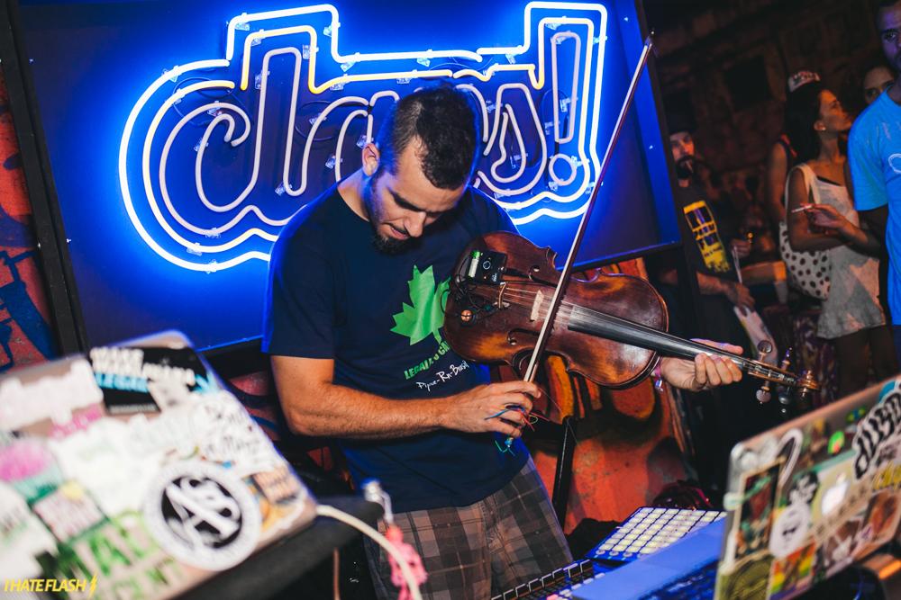 O Baile CLAPS, organizado pelos Djs Raoni MouChoque e Leandro Baré (juntos, eles formam a dupla Ritmo de Favela), também segue pelo caminho do funk