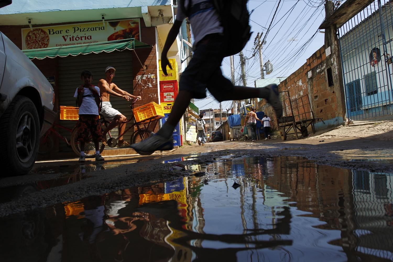 Cerca de 35 milhões de brasileiros continuam sem ter acesso a água tratada. Foto de Custódio Coimbra