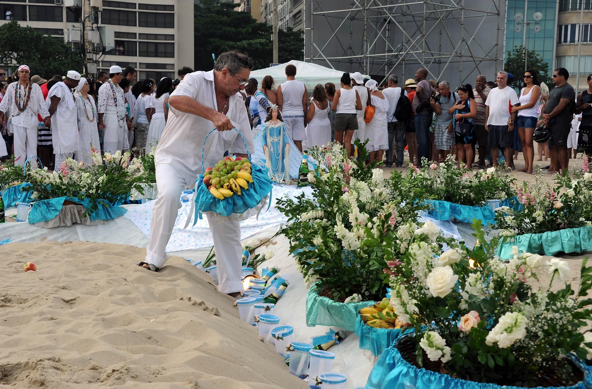 Na virada de 2015, a Comlurb recolheu 368 toneladas de lixo das areias de Copacabana