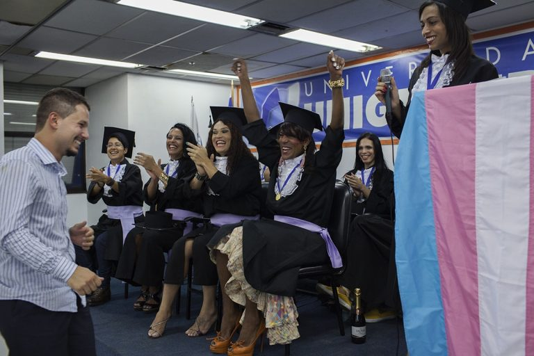 """Formatura do """"Prepara, Nem"""", curso preparatório para o Enem direcionado para travestis e transexuais, realizada no auditório da Unigranrio, na Lapa"""