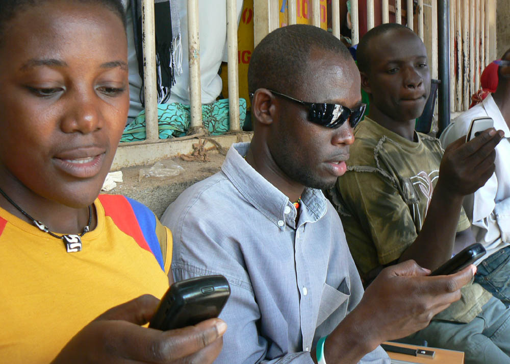 Segundo a ONU, existem sete bilhões de linhas de celulares no planeta, 2,3 bilhões de pessoas com smartphones e 3,2 bilhões de indivíduos com acesso à internet