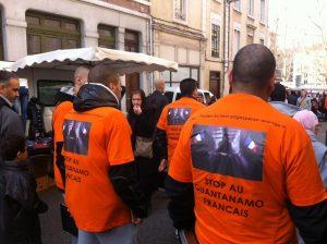 Manifestantes protestam contra a prisão de Hicheur, na Praça Bellecourt, em Lyon, na França
