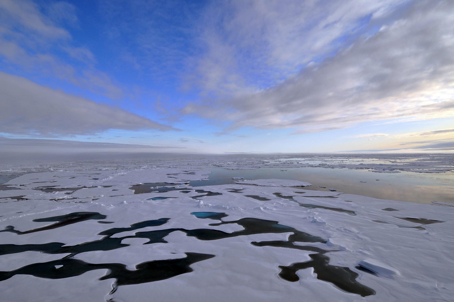 Estima-se que o Ártico tenha 30% de reservas mundiais de gás natural e 13%, de petróleo, as maiores do mundo ainda a serem descobertas e exploradas