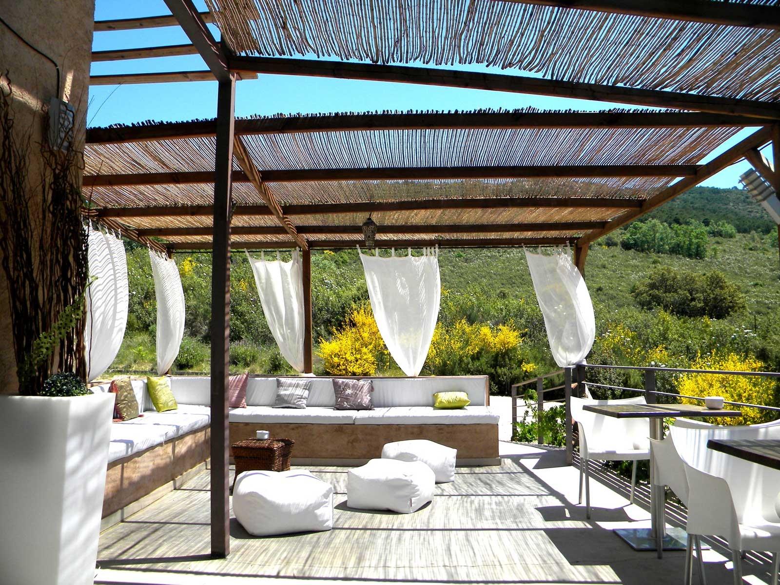Instalada em um terreno próximo à entrada do Parque Nacional de Cabañeros, perto de Toledo, a pousada rural El Refugio de Cristal é um paraíso da sustentabilidade