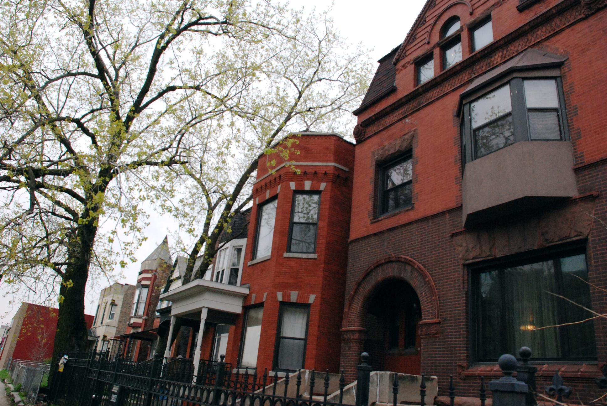 As típicas casas inglesas de tijolo vermelho estão na lista de lugares que deveriam fazer parte de um caminho feliz