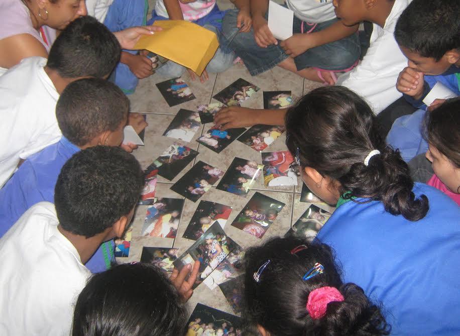 Crianças em abrigo da ONG Instituto Fazendo História