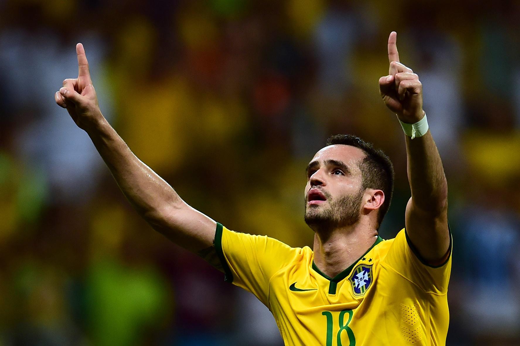 """Melhor jogador do último Campeonato Brasileiro, Renato Augusto foi um dos primeiros a aceitar o convite dos chineses: """"Não fui eu que escolhi a China, foi a China que me escolheu"""""""