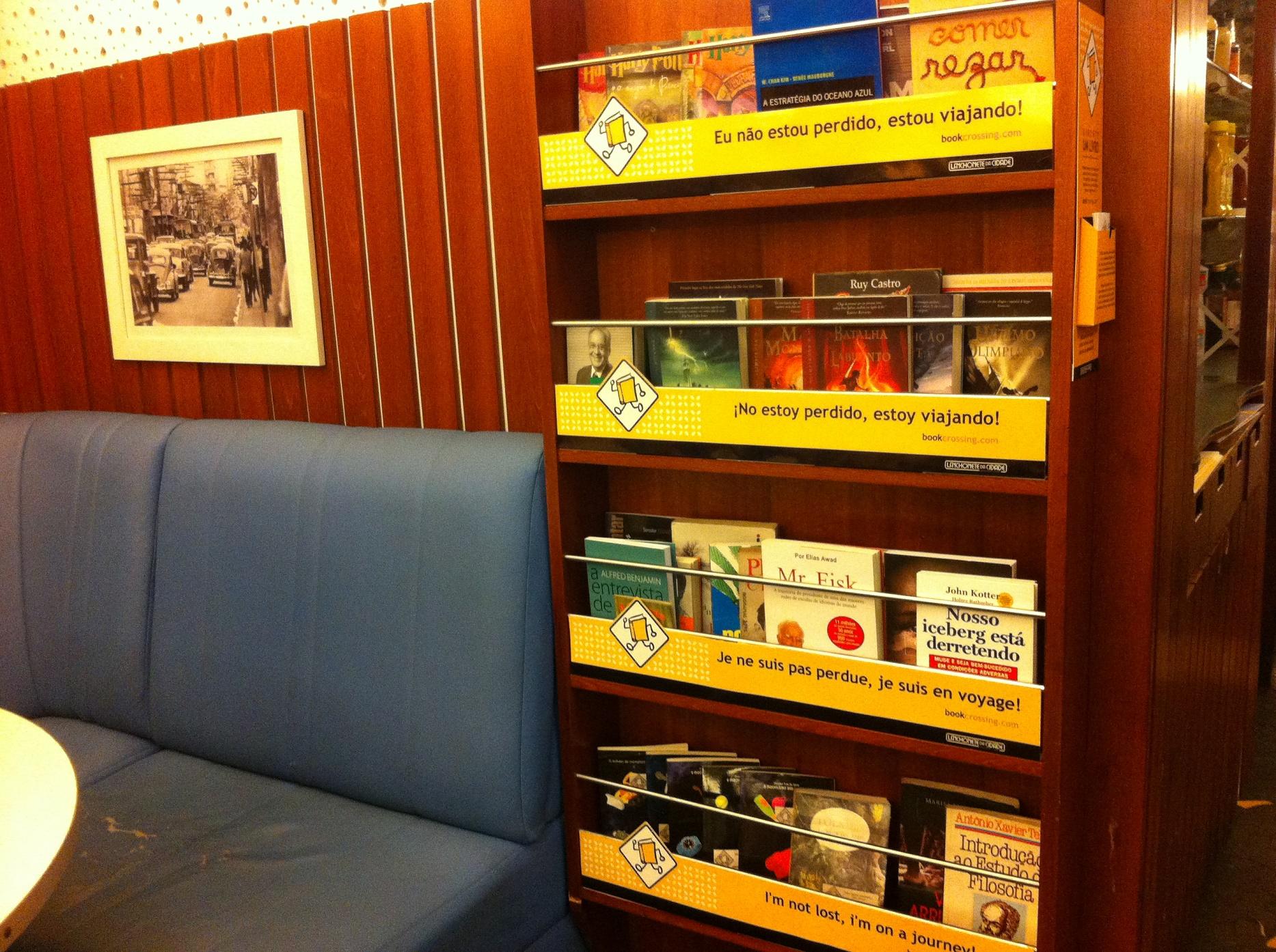 Em São Paulo, um dos 16 pontos credenciados para a libertação dos livros. Mas eles também podem ser encontrados em lugares públicos