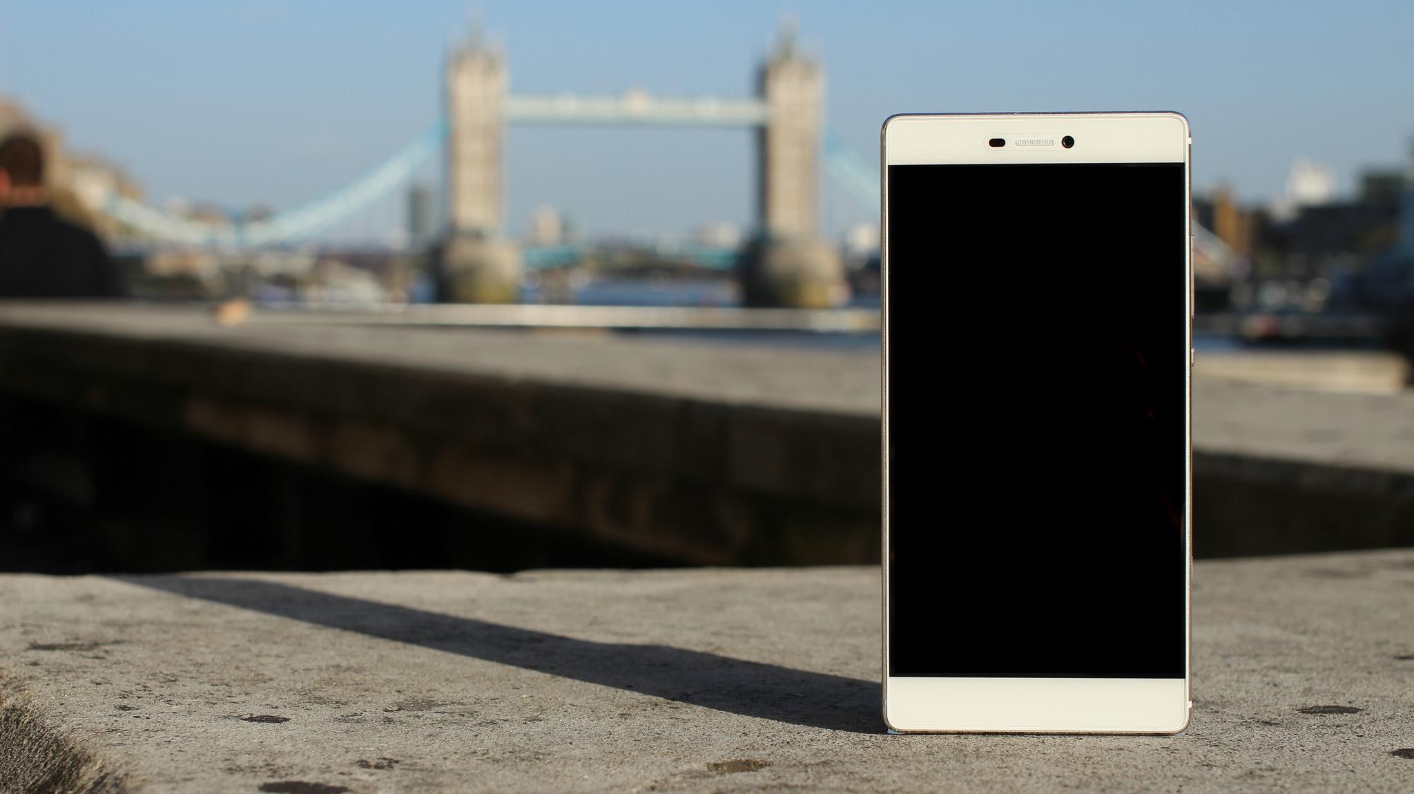 Celular tirando foto de ponto turístico em Londres