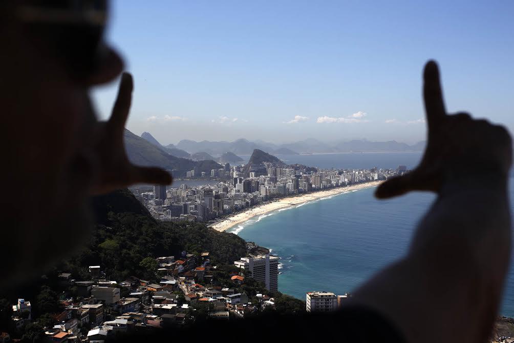 Imagem do Rio que mistura símbolos da cidade com omunidades carentes
