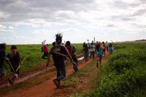 Indígenas da terra Kurusu Ambá, no Mato Grosso do Sul