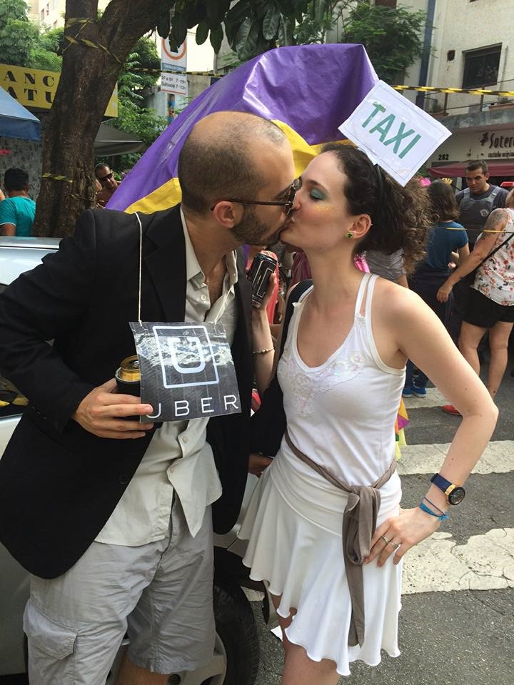 Pelo menos no carnaval paulista, Débora e Antonio buscaram a paz entre Ubers e táxis