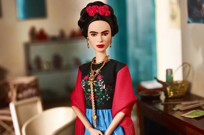 A Barbie que homenageia a mexicana Frida Kahlo é parte de uma linha com mulheres icônicas (Reprodução)