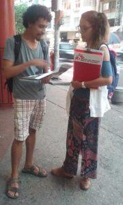Stephanie Jaliffa, do Médicos Sem Fronteira, lidera equipe de captadores de recursos nas ruas
