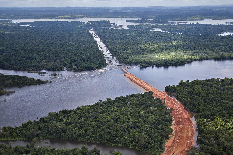 Imagem das obras no canteiro do Sitio Pimental feita em abril de 2012 pelo Greenpeace