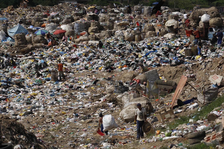 Enquanto o país discute o preço dos pedalinhos , metade dos brasileiros para a conta de uma vida sem saneamento básico