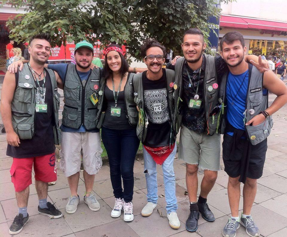 Time do Greenpeace nas ruas de Campinas fazendo captação de recursos