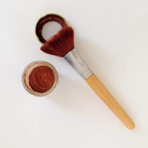 Os produtos de maquiagem de Bea, feitos em casa