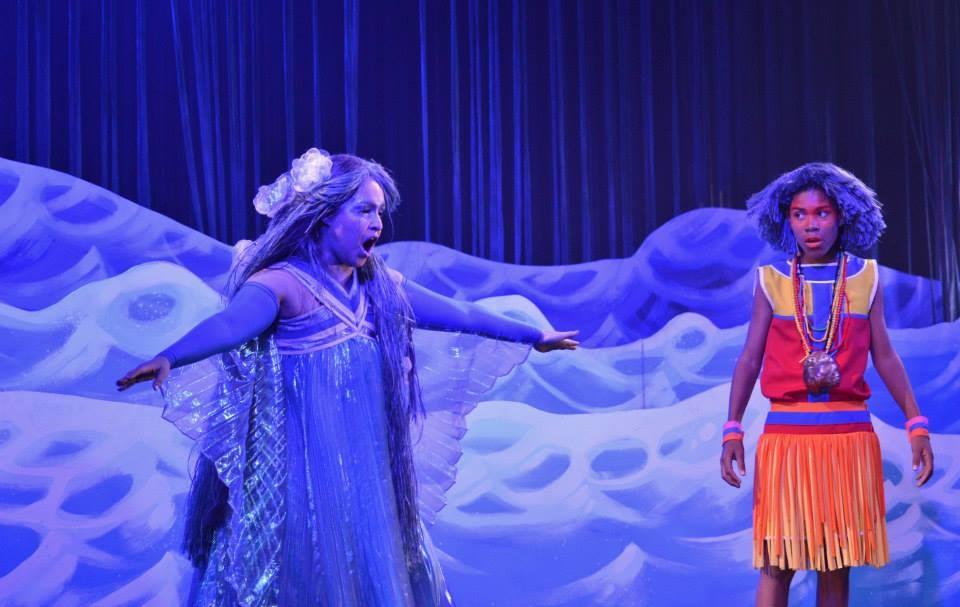 Iara e o menino-índio Iporongaba, dois personagens da peça de João Guilherme Ripper