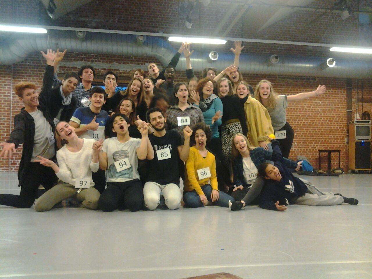 A alegria da turma final de selecionados para estudar na escola P.A.R.T.S., em Bruxelas