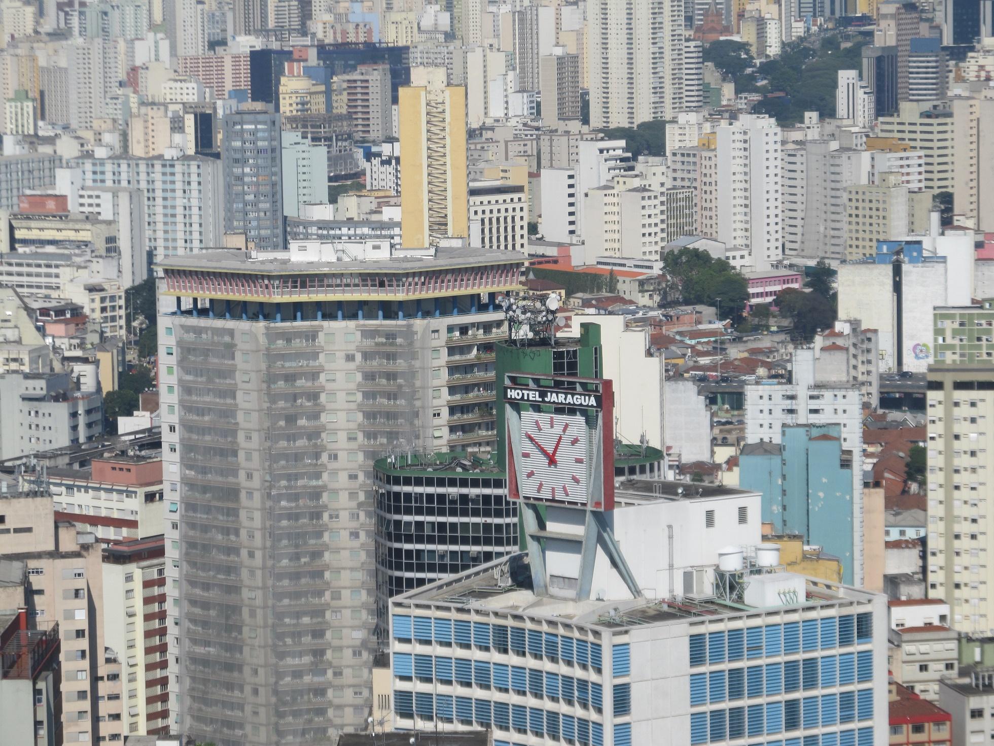 Um dos maiores aglomerados urbanos do mundo, São Paulo ficou conhecida como uma cidade cuja expansão reforçou males como a desigualdade social e a segregação espacial
