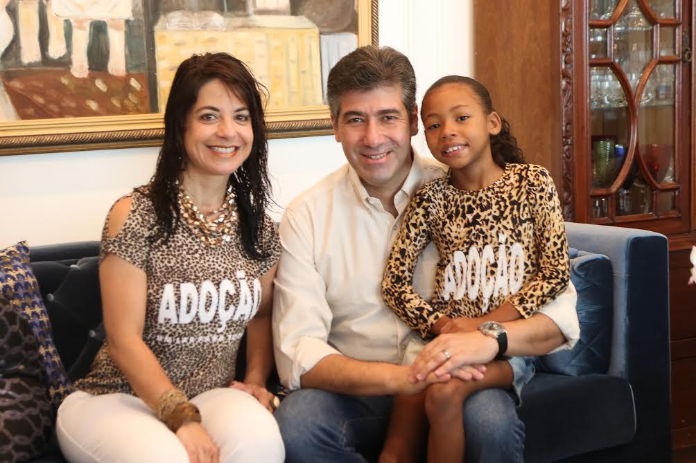 Procurador Sávio Renato com a mulher e a filha adotada
