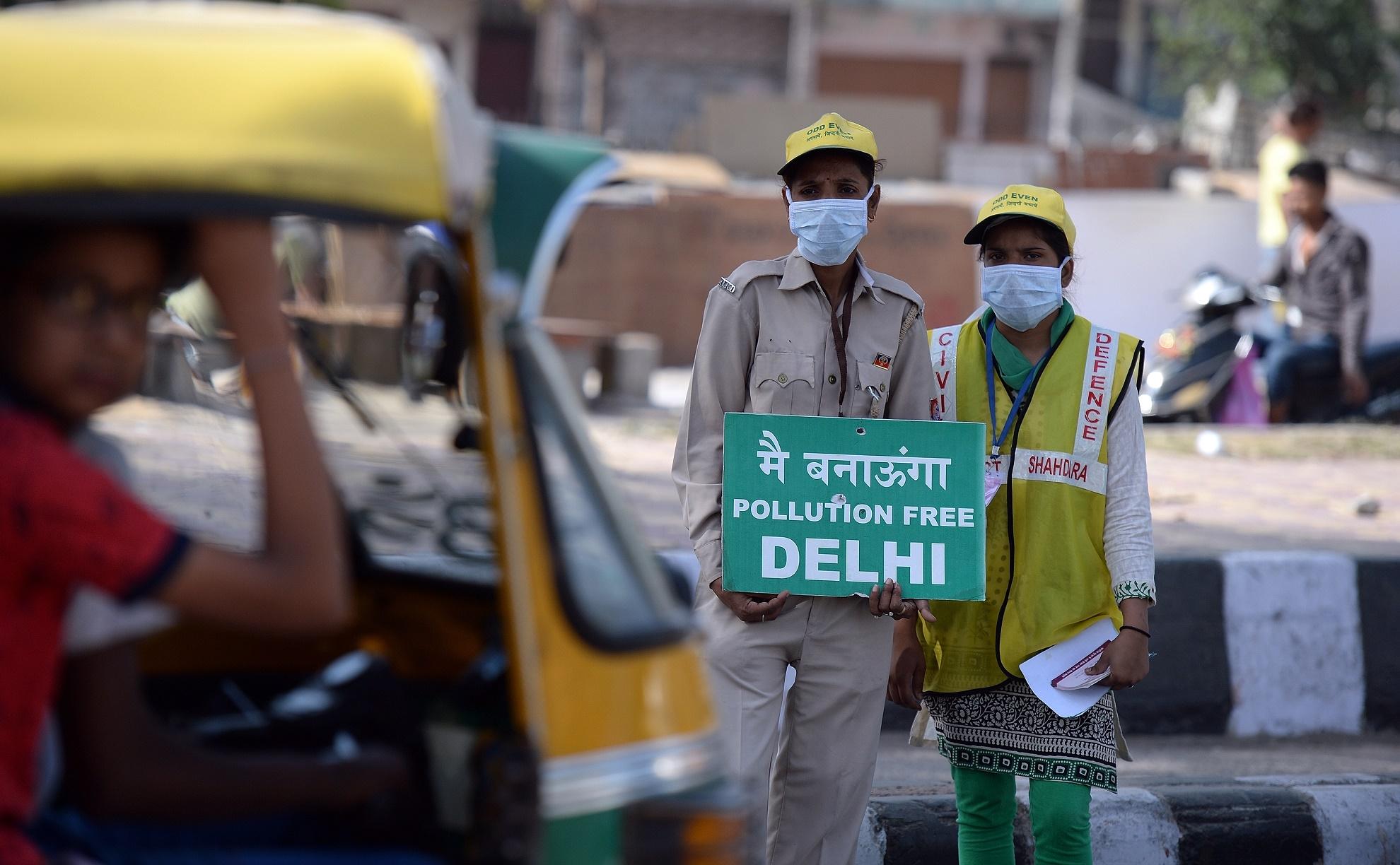 Manifestantes protestam contra a poluição em Nova Délhi, na Índia, uma das cidades mais poluídas do mundo