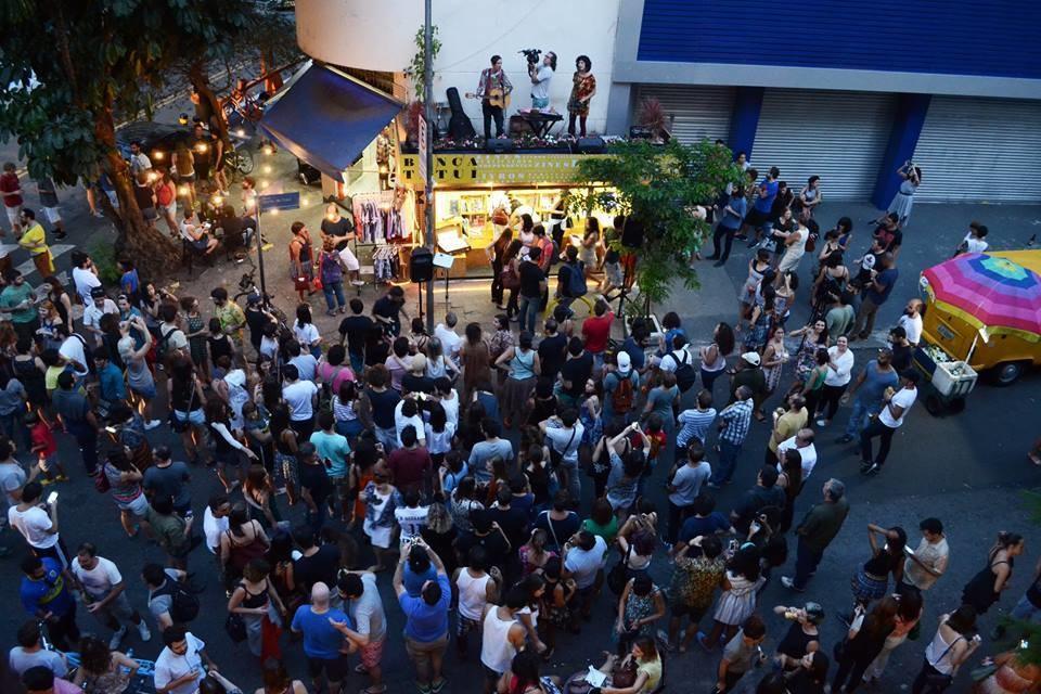 Três jornalistas compraram a Banca Tatuí e a transformaram em um ponto de cultura alternativa: um local onde o cliente pode passar a tarde conversando e ver um show à noite