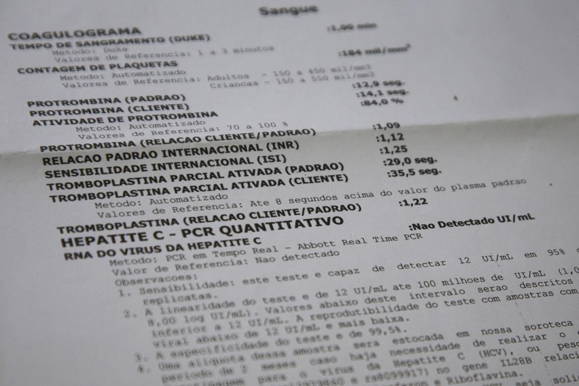 O resultado do exame mostrando que o vírus da Hepatite C não foi detectado