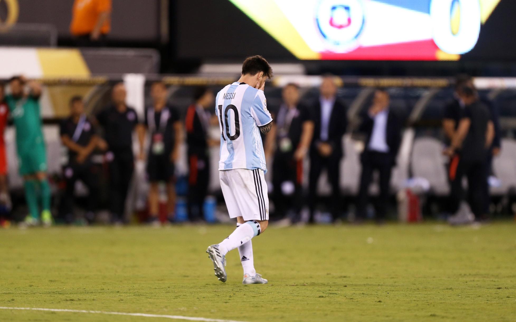 Messi chora após perder o penalti na final da Copa America