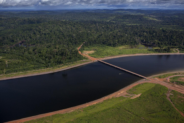 Vista aérea dos canais que levam à barragem da Usina Hidrelétrica de Belo Monte