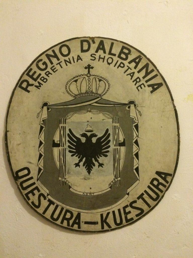 ma das peças exibidas no bunker no ditador Enver Hoxha