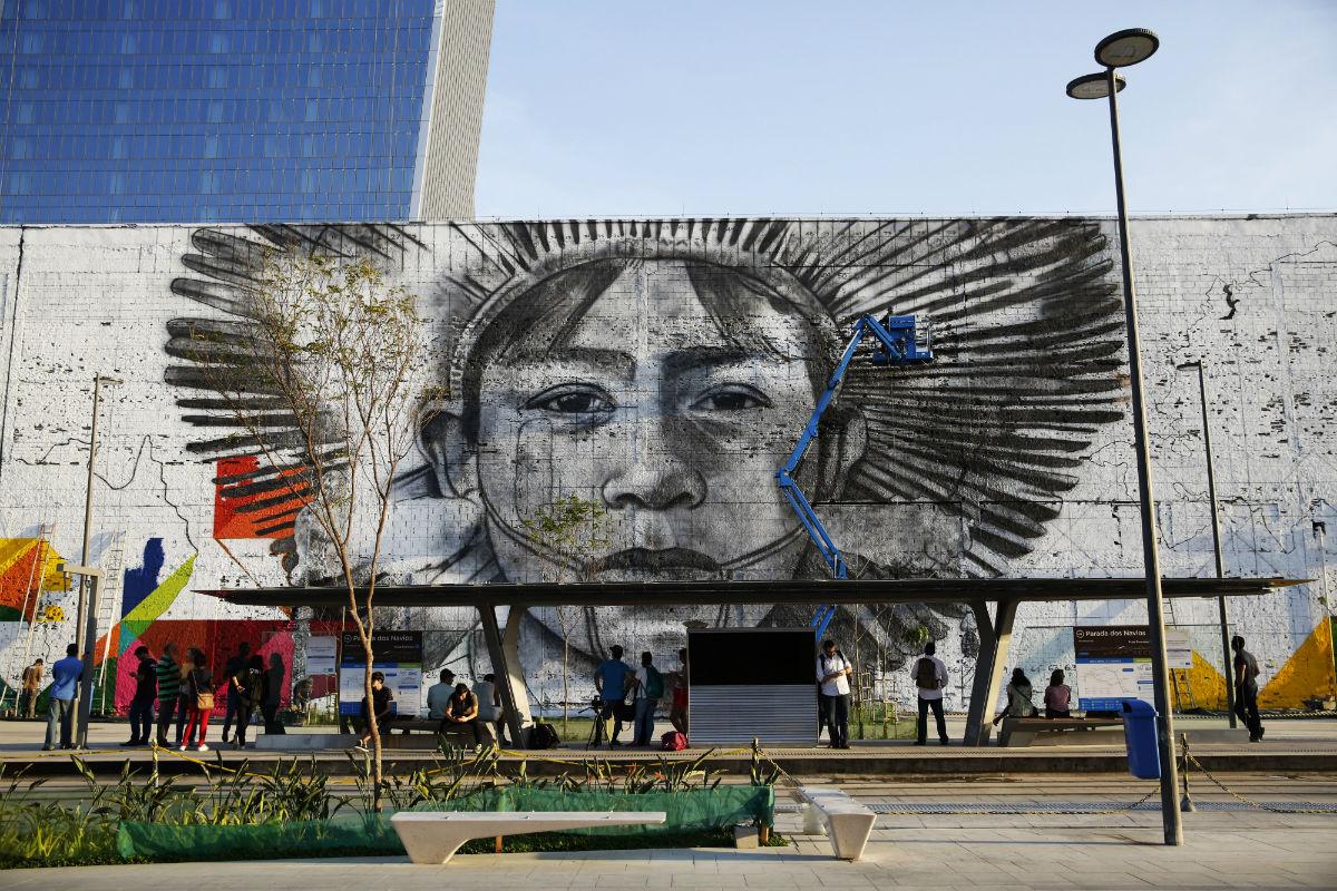 Painel do artista Eduardo Kobra na Praça Mauá