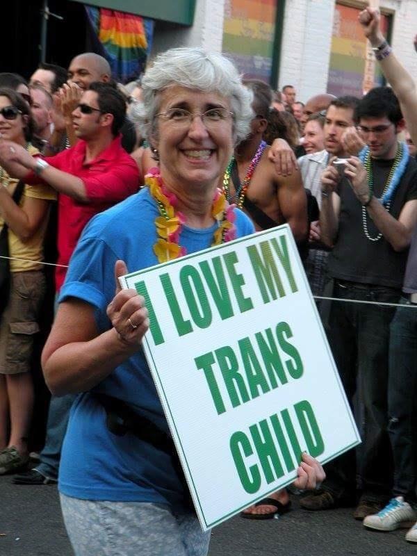 Mãe leva um cartaz de apoio à filha durante a Parada do Orgulho Gay, nos Estados Unidos, em 2009
