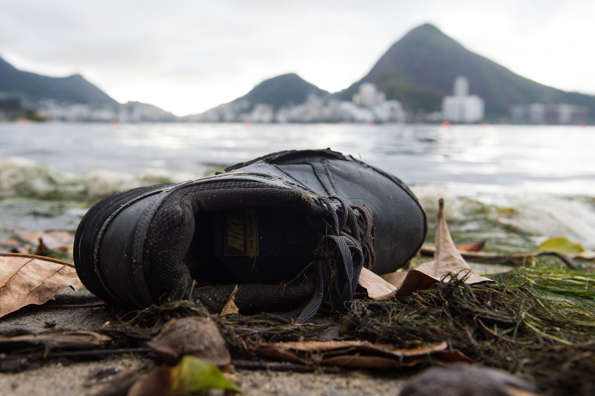 O lixo nas margens da Lagoa Rodrigo de Freitas mostra que nem tudo é festa na cidade
