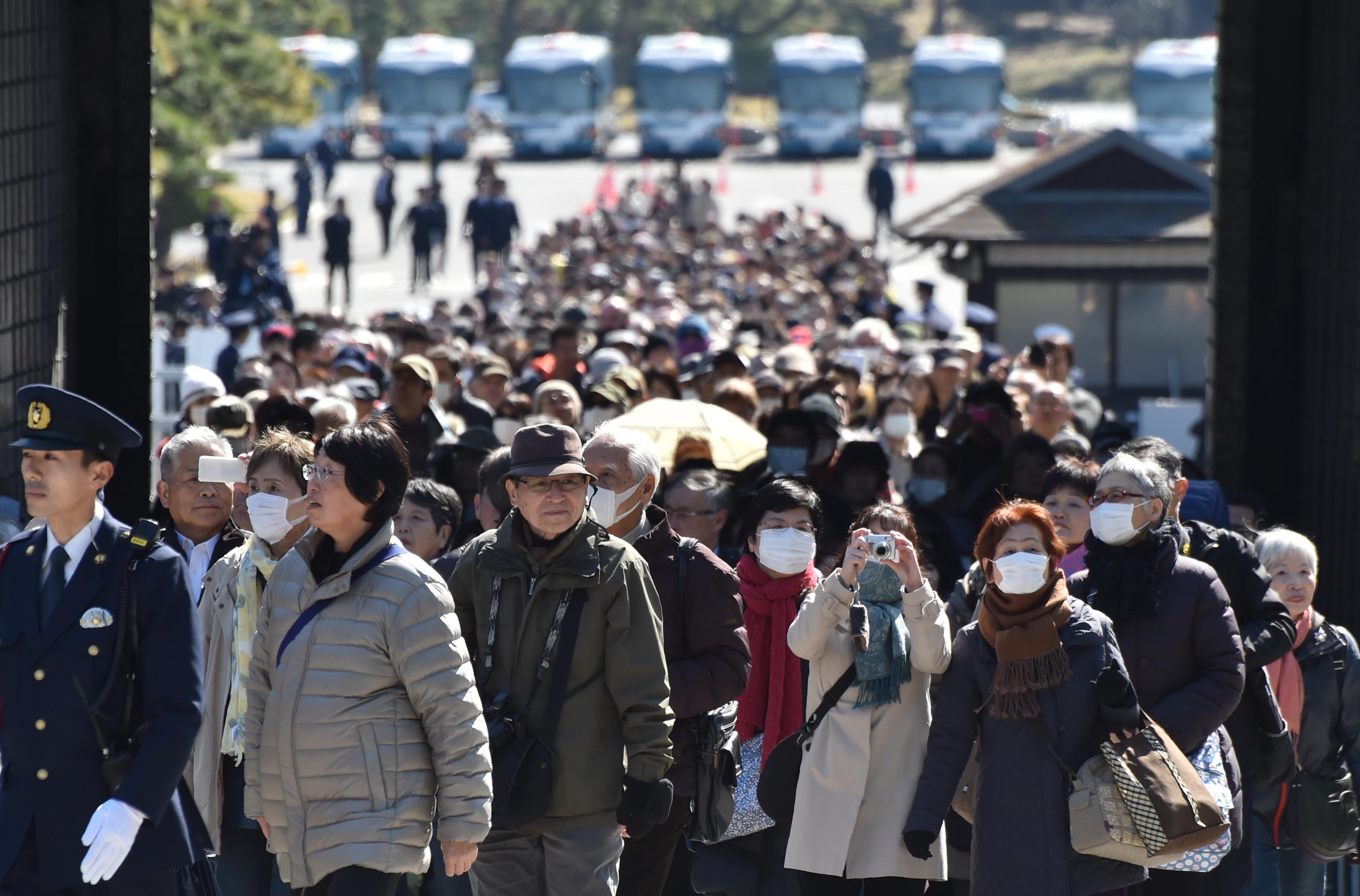Rua de Tóquio, no Japão, lotada de japoneses