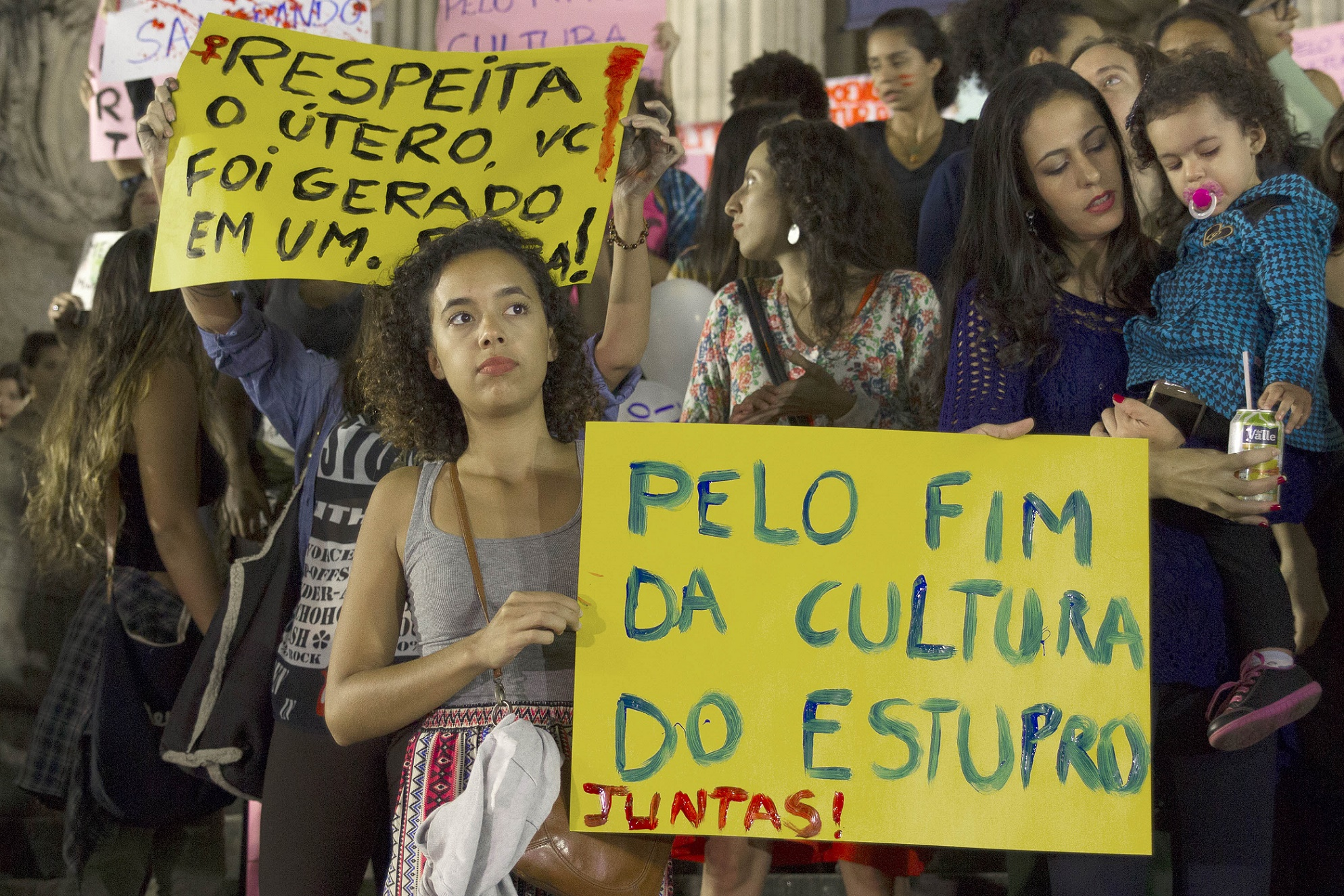 Protesto em frente à Assembléia Legislativa do Rio de Janeiro contra a cultura do estupro