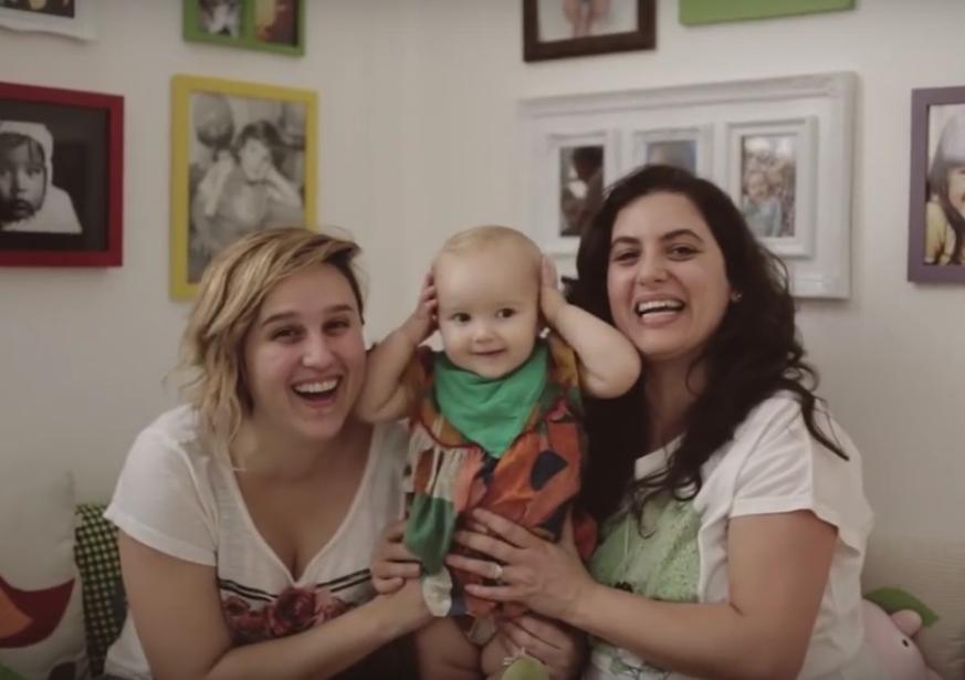 Renata e Bianca, mães de Valentina: a família está no vídeo da campanha