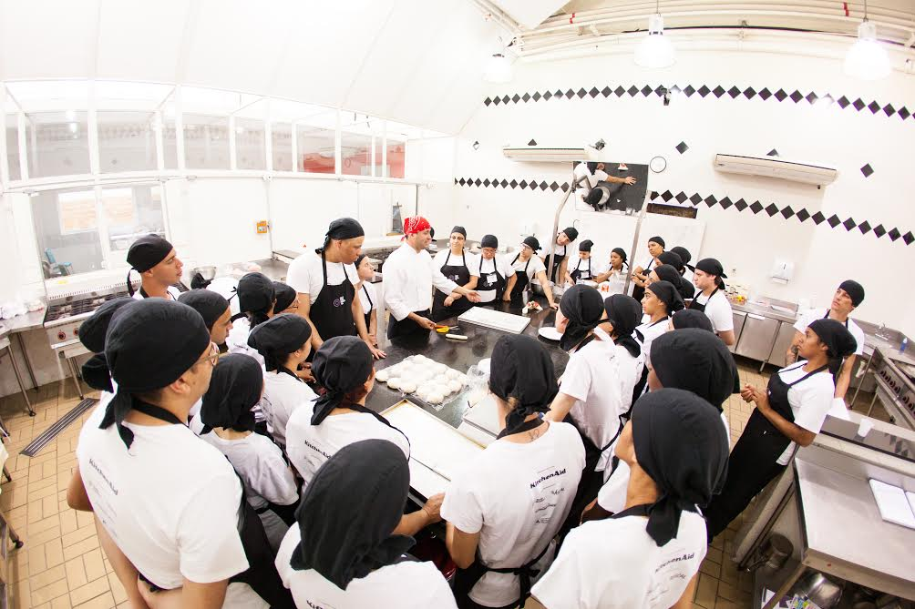 """Nossa prioridade é transformar vidas"""", explica o chef curitibano David Hertz, criador da ONG"""