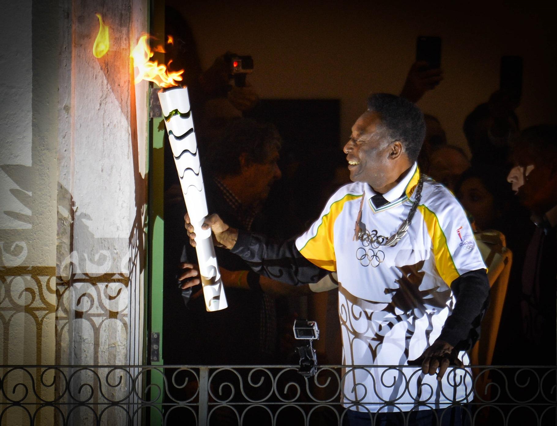 Pelé, na sacada do museu que leva o seu nome, em Santos, numa das raras aparições durante os eventos olímpicos. Foto de Guilherme Kastner/Brazil Photo Press
