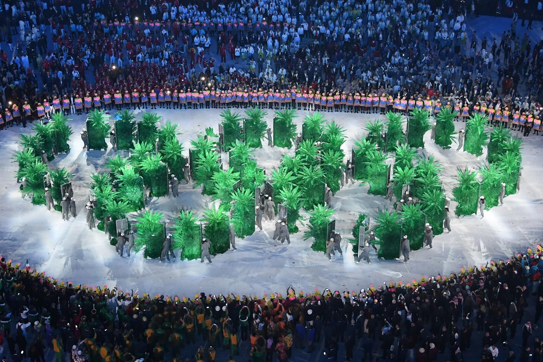 O verde da cerimônia de abertura dos Jogos Olímpicos não se refletiu no resto da cidade. Foto de Antonin Thuillier/AFP