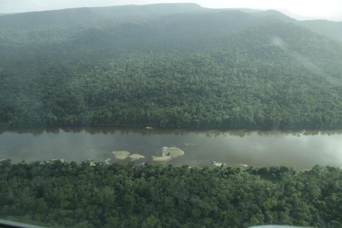 Imagem aérea do garimpo ilegal de ouro na Terra Indígena Yanomami