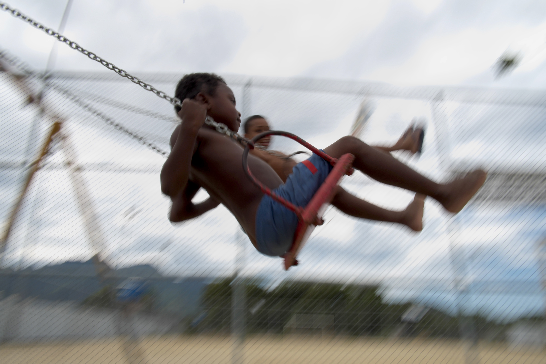 Crianca brincando/ Foto de Christophe Simon/ AFP
