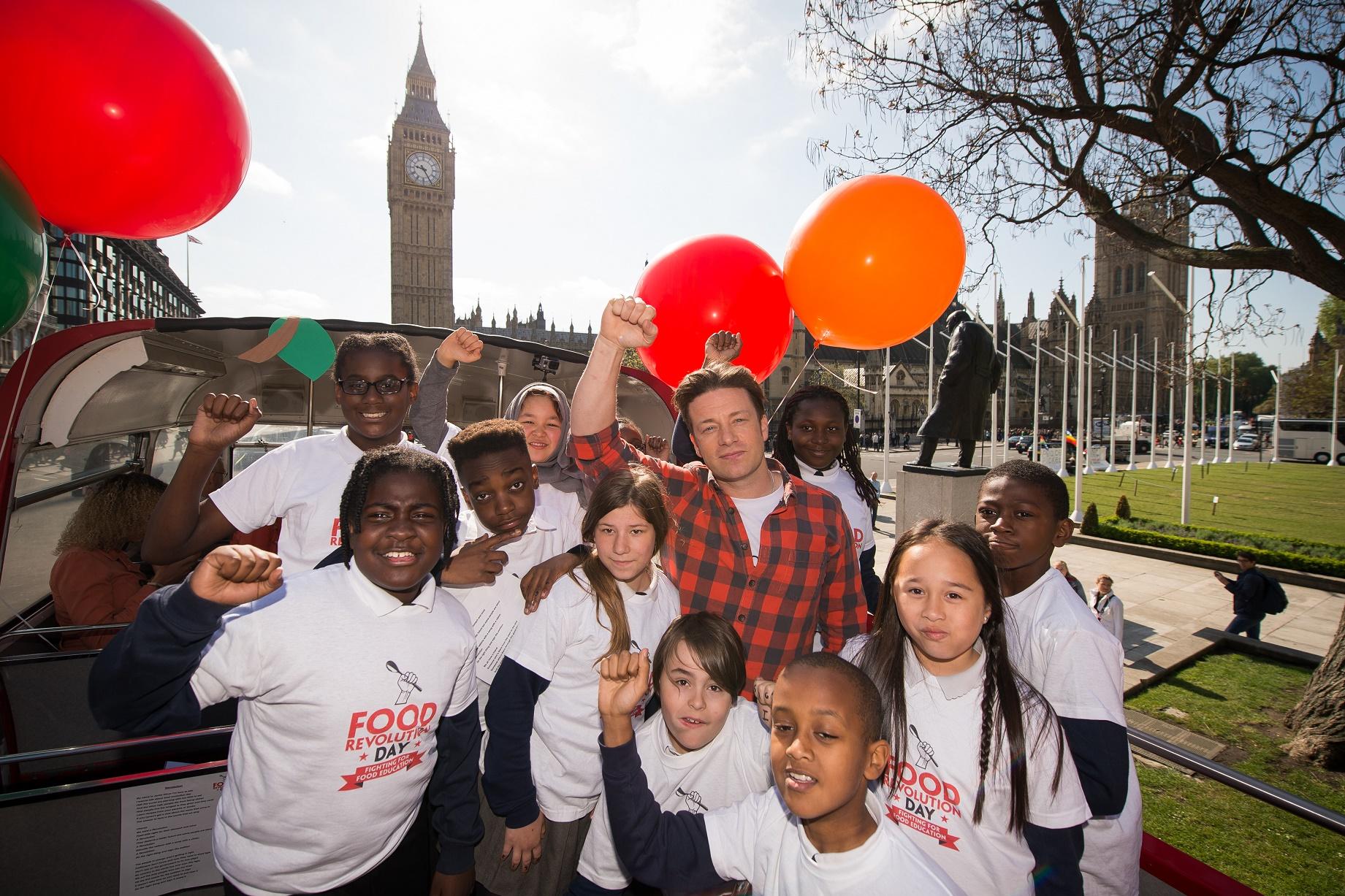 O Chef Jamie Oliver, umas das lideranças mundiais no combate à obesidade infantil, achou tímida a decisão do governo britânico. Foto de Leon Neal/AFP