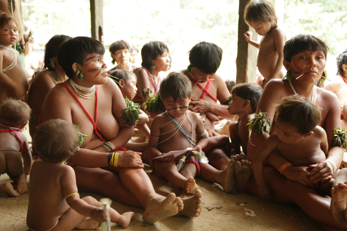 Mães e filhos da Terra Indígena Yanomami