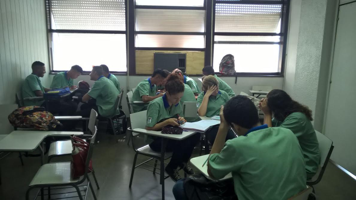 Sala de aula para jovens na ACM